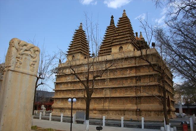 北京真觉寺金刚宝座塔上的石雕艺术