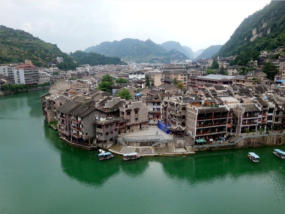 普定县夜郎湖 夜郎湖风景名胜区位于安顺以北20公里