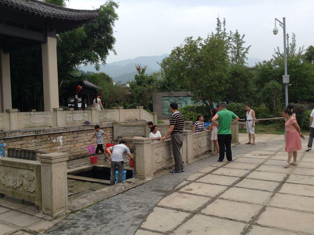 2015年6月江西宜春市温汤镇,温汤古井